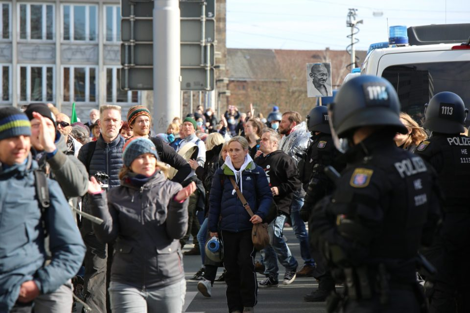 Yan düşünür, Mahatma Gandhi ve Kassel'de polis 20.03.21